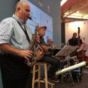 Sesiones de Jazz en el stand que Ayuntamiento y Diputación comparten en la Feria de Muestras