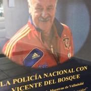 Vicente del Bosque y Saúl Craviotto con la Policía Nacional para celebrar el día de su patrón