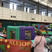 Zonas de ocio infantil y hostelería para acompañar la oferta comercial